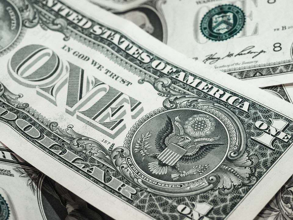 Enterprise Software Market Growth Hindered by Strong Dollar, Transition to SaaS